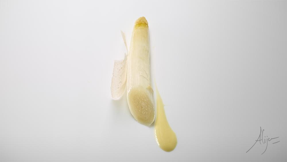 Asperge blanche tempérée, raifort et parmesan