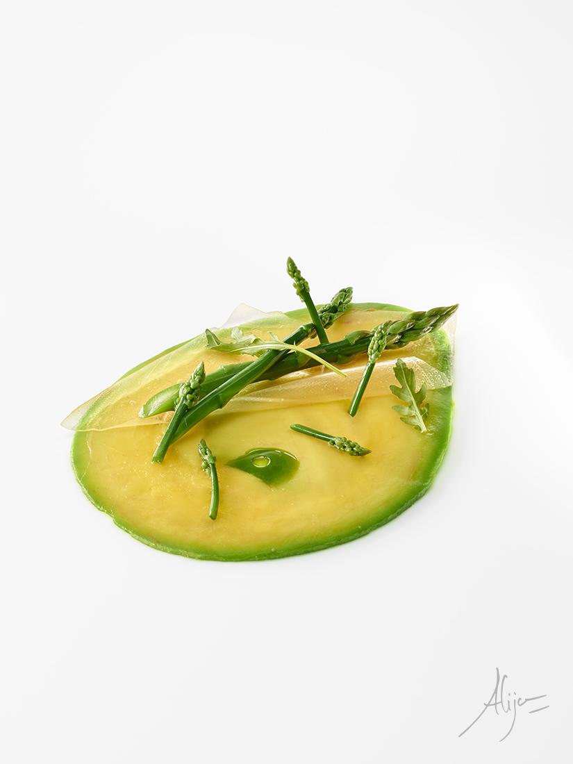 Asperges vertes, avocat, roquette et extrait de blé vert