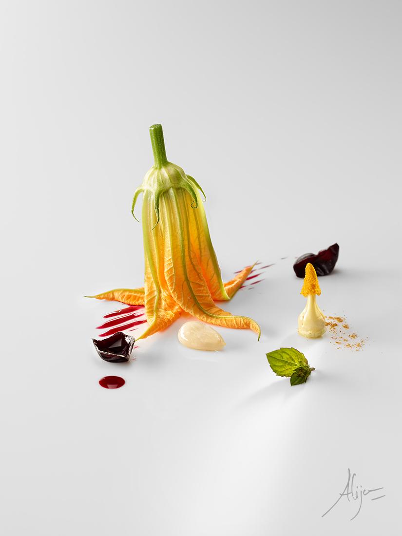 Fleur de courgette, amande, prune rôti, menthe et curry