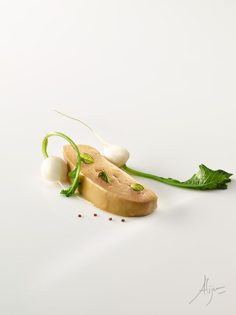 Foie gras tempéré, navet blanc et mente d'orange
