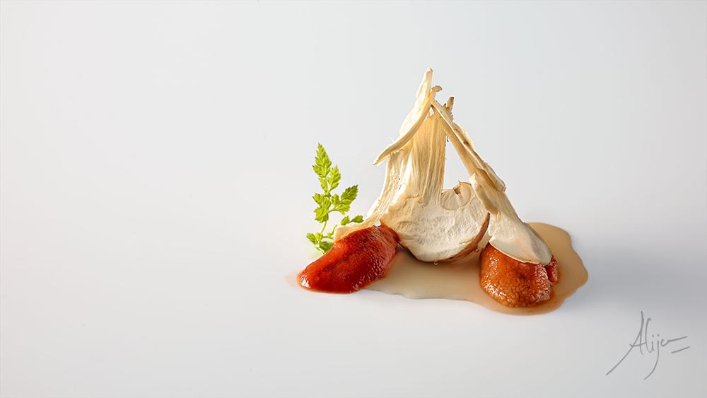 Perretxikos, oursin et bouillon de blé grillé