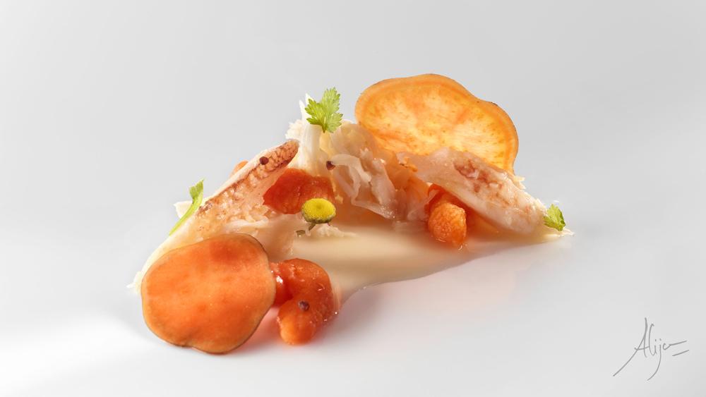 Araignée de mer, patata douce, bouillon de haricots blancs et laitue de la mer