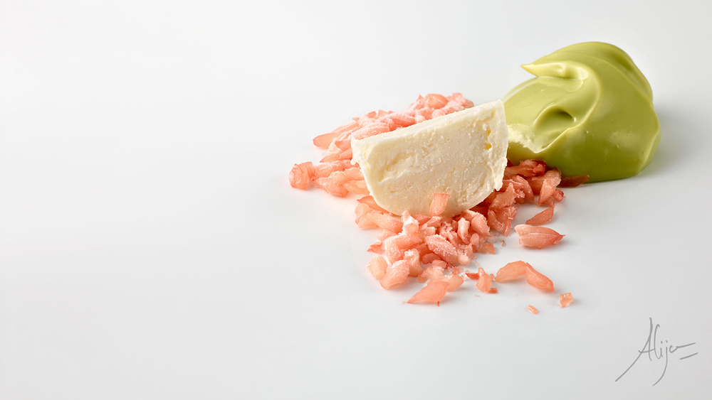 Avocat, larmes de pamplemousse, noix de coco glacée