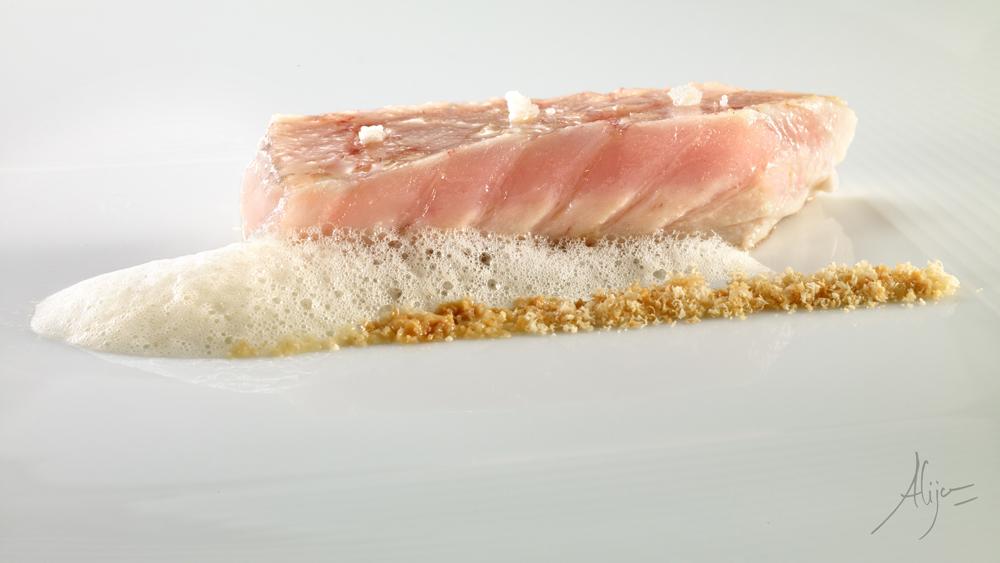 Ventre de thon, infusion d'avoine grillée et lime