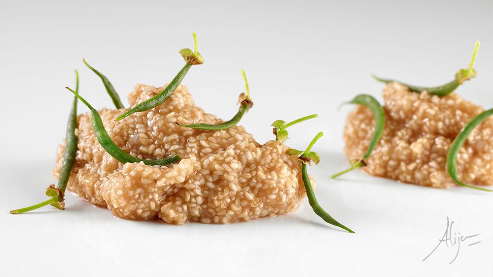 Germe de riz cuisiné avec des haricots verts tendres